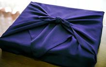 家族葬で頂いた供花にお返しは必要?適切な品物や相場を徹底解説