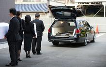 出棺時のマナーとは?出棺の流れと棺に入れるものや火葬場での注意点を解説
