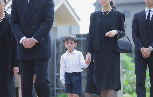 法事の案内状に「平服でお越しください」とあったら|法事の服装マナーを徹底解説します