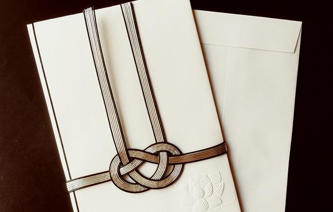 一周忌に用意すべきものは?一周忌の流れや香典袋に包む金額や表書きの書き方などをご紹介!