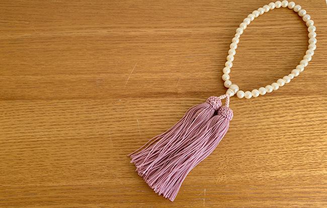 法事には数珠が必要!数珠の持ち方やマナー、選び方を徹底解説