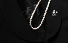 法事における女性の「平服」とは?服装やメイクなどのマナーを解説