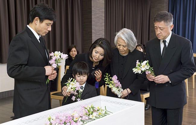 告別式とは|基礎知識と遺族側・...