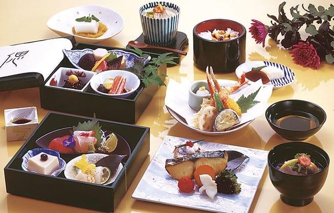 葬儀で出す食事「精進落とし」の意味とマナー