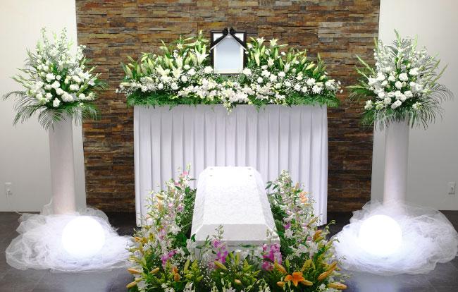 プロテスタントの葬儀 カトリックの葬儀との違いと流れ