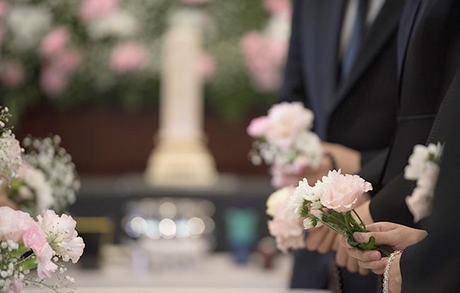 家族葬なら通夜なしで執り行える!通夜をしない家族葬の流れとメリット・デメリット