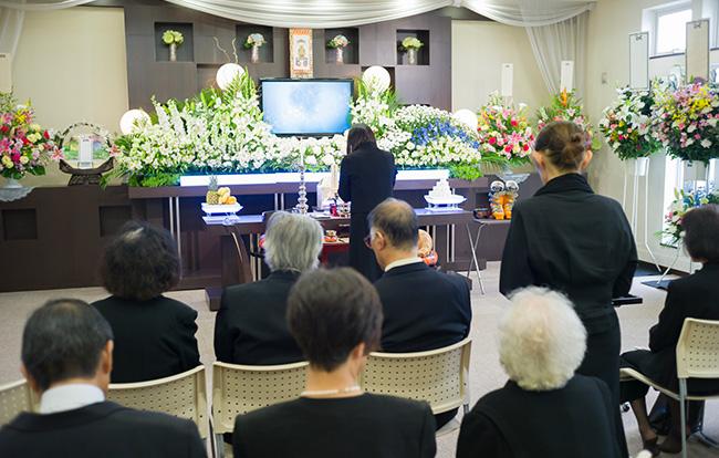 終わら ない 葬式 の 家