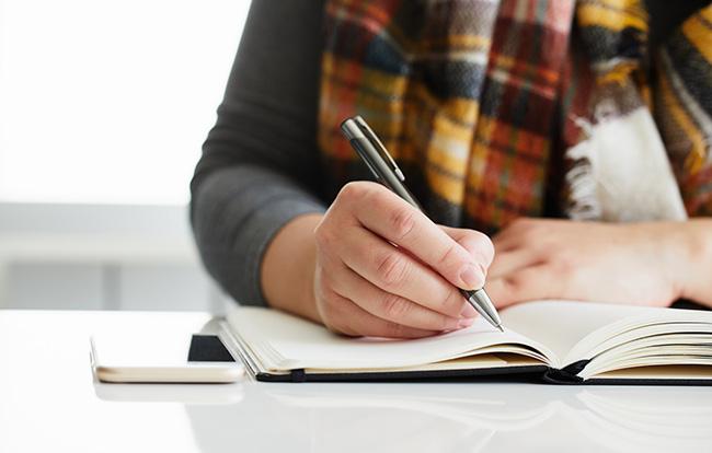 簡単なエンディングノートの書き方は?まとめ方のコツを伝授します