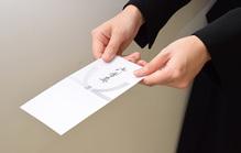 家族葬を後日知ったときに香典はどうするべき?弔問の仕方についても解説