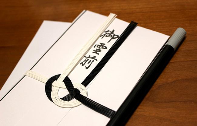 香典の金額の正しい書き方とは?中袋だけでなくのし袋の書き方も徹底解説