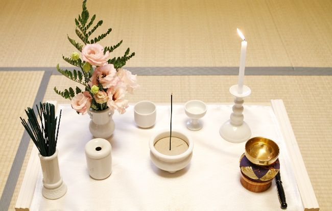 宗教ごとに違う「枕飾り」の意味と準備方法