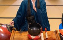 浄土宗の葬儀で使われる鳴り物の種類と使い方