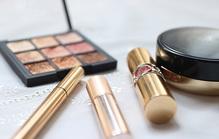通夜の化粧マナーを解説!メイクのポイントや急な参列の対応策