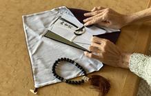 香典を包む袱紗(ふくさ)は用途で選ぶ|色や種類の違いとは?